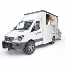 CAMION MERCEDES DE TRANSPORT AVEC UN CHEVAL